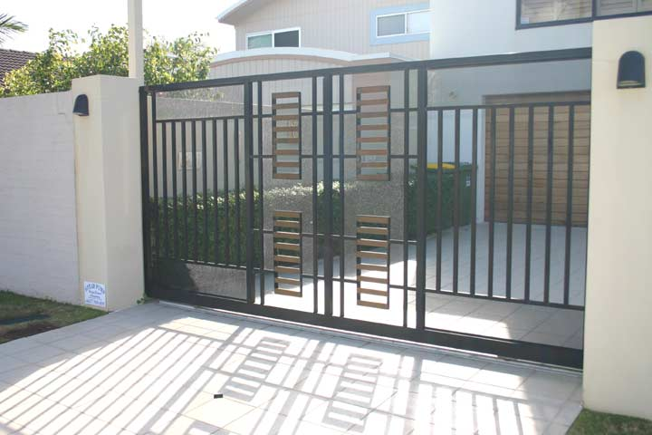 Sliding gate design